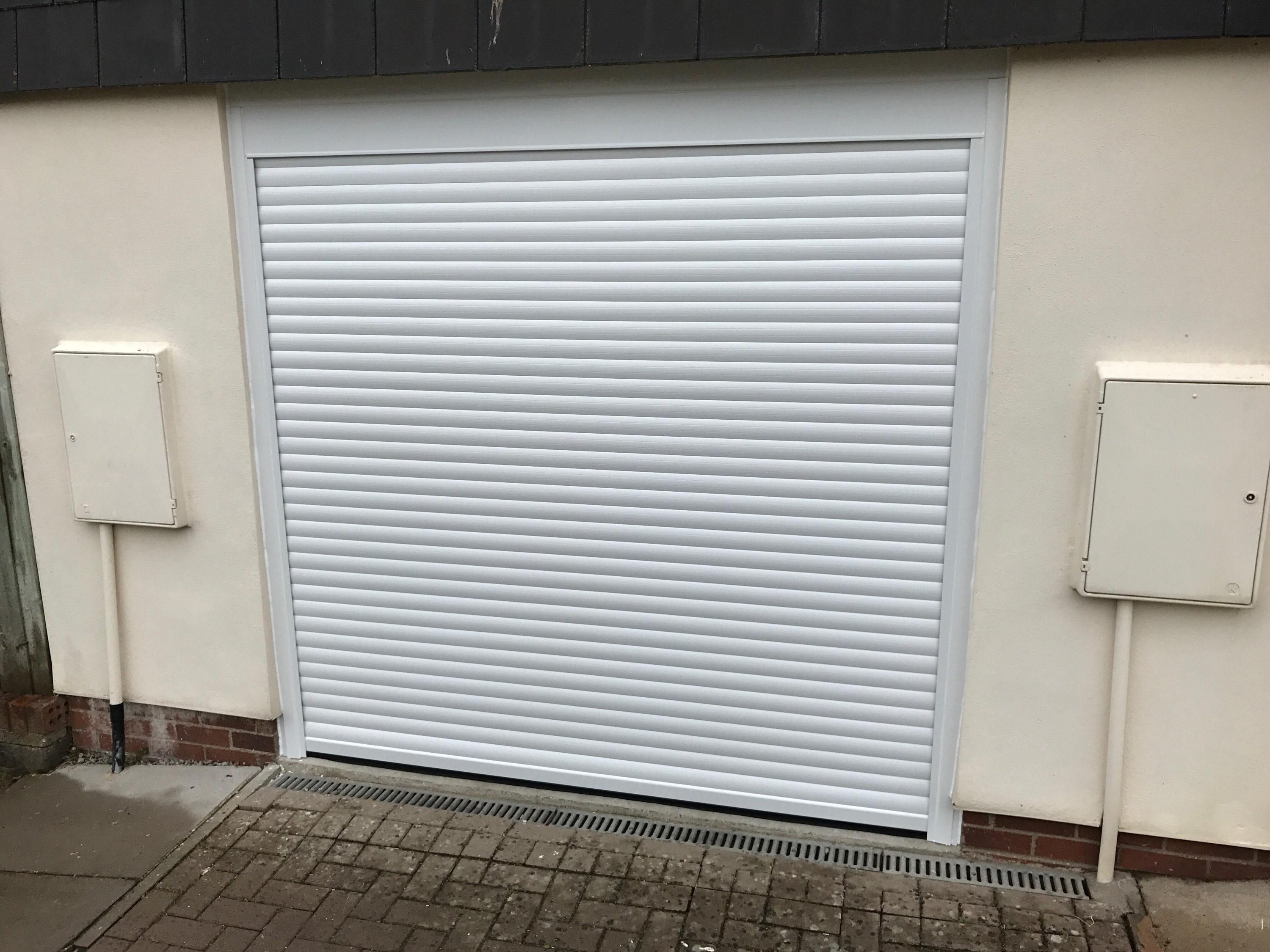 ALLUGUARD COMPACT INSULATED ROLLER DOOR IN WHITE C/W MATCHING GUIDES \u0026 BOX & Image Gallery \u2013 Garage Doors